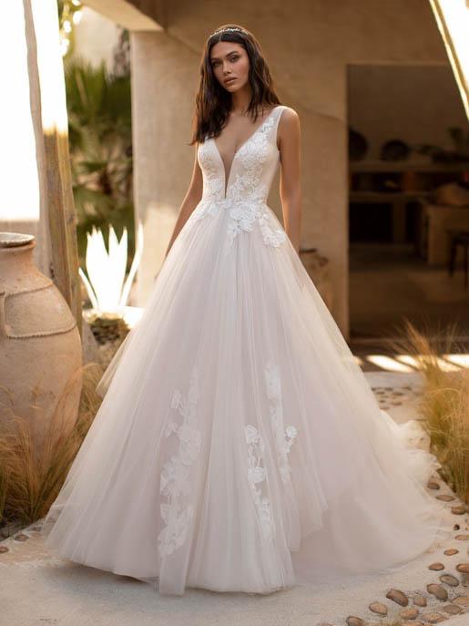 Pronovias Garner Wedding Gown